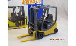Вилочный аккумуляторный погрузчик KOMATSU FB 15-12 1/24, масштабная модель трактора, 1:24