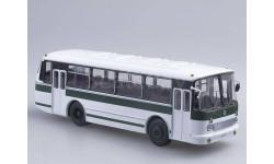 ЛАЗ-695Р бело-зеленый, масштабная модель, Советский Автобус, scale43