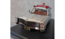 Cadillac S&S High Top Ambulance White 1966 Neo 1:43 NEO43895