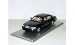 лимузин Линкольн Lincoln Town Car Черный 2012 Luxury Collectibles 1:43