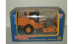 трактор каток виброкаток ЧТЗ BR24.01.01 Ранний Промтрактор 1:43, масштабная модель, 1/43