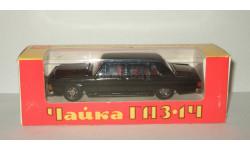 лимузин Газ 14 Чайка сделано в СССР (завод Газ, г. Горький) Серебристое дно Родная коробка 1:43