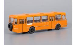 автобус Лиаз 677 М Оранжевый (с запасным колесом) СССР ClassicBus 1:43, масштабная модель, 1/43