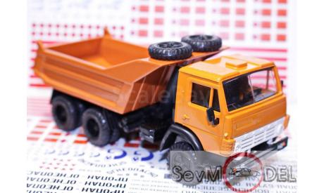 Камаз-5511 самосвал, вертикальные ребра жесткости, две запаски, оранжевый, масштабная модель, 1:43, 1/43, Элекон