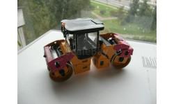 1/50 Дорожный каток DYNAPAC CC424HF, пр-во Motorart, масштабная модель трактора, 1:50