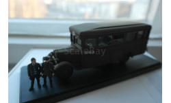 1/43 Автобус ЗИС-8  ('Фердинанд' из Места встречи изменить нельзя) с фигурками Жиглова и Шарапова, MiniClassic