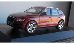Audi Q5 granatred-metallic  Schuco
