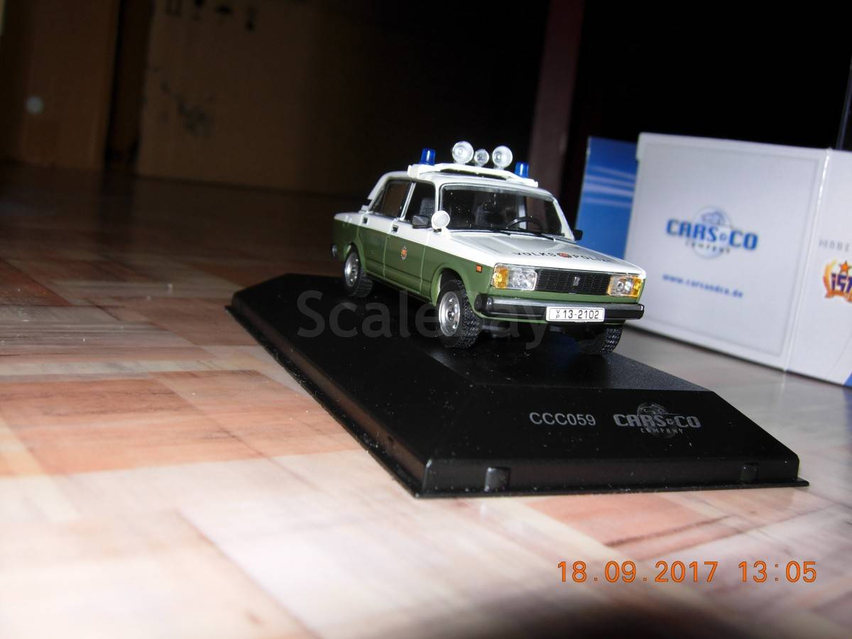 CCC059 IXO 1:43 LADA 1200 2105 Sedan VP Volkspolizei DDR GDR